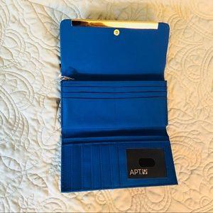 Apt. 9 Bags - NWT - Apt 9 Grab The Bar Clutch